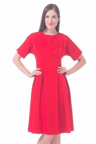 Платье красное с отрезной талией