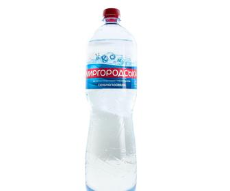 Вода мінеральна, сильногазована, 1,5 л